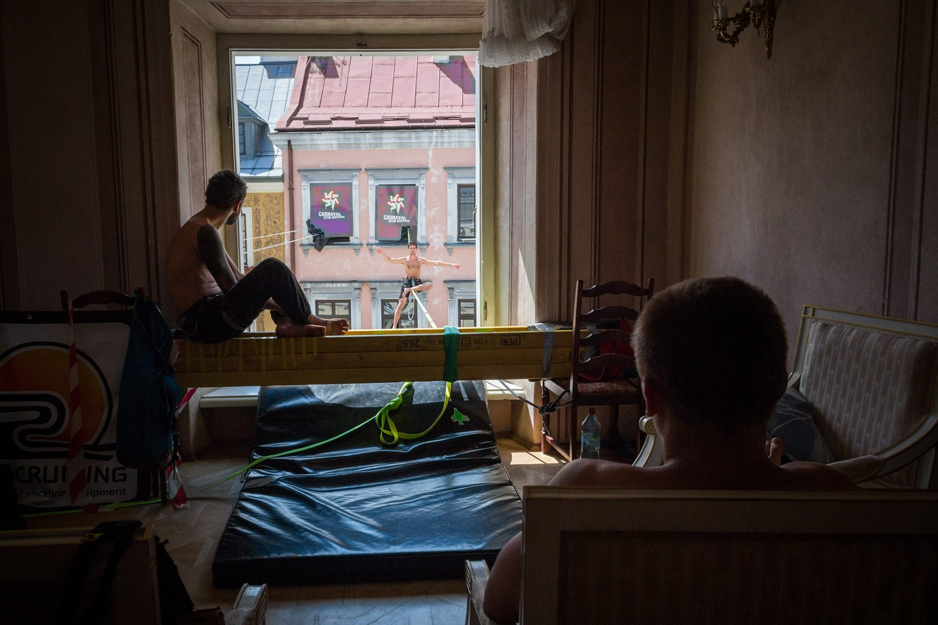 orosz_adam_outdoorinhales_highline-urban_highline_festival_2014_lublin_16